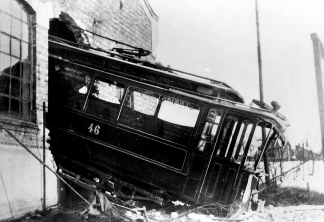 Verunglückte Straßenbahn 1913 in Torshov (Oslo) (schwarz-weiß Foto)